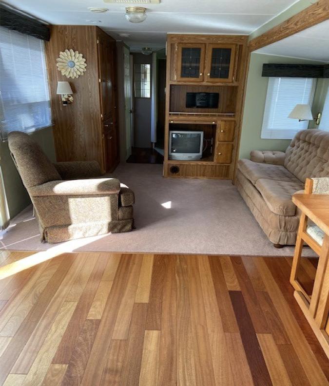 C12-trailer-interior-livingroom